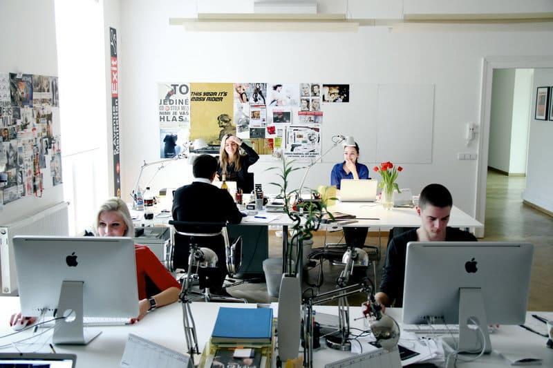 Сотрудникам требуется рабочее место