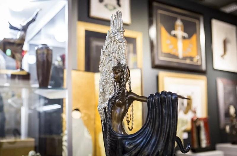 Произведения искусства и антиквариат